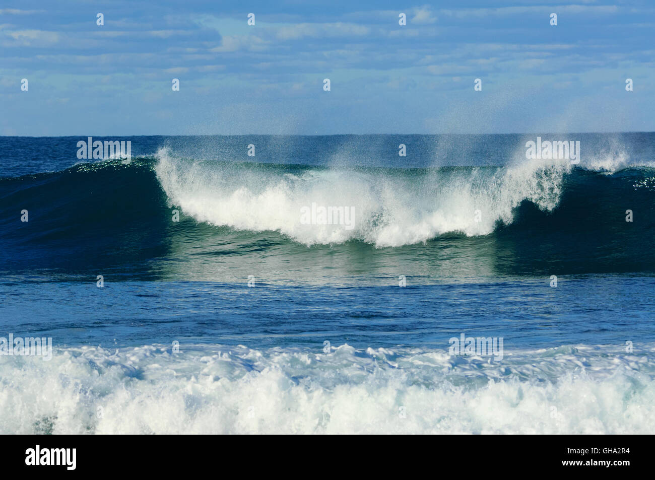 breaking-wave-gerroa-headland-illawarra-