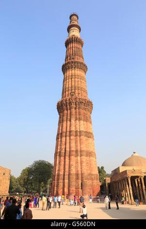Qutb Minar Minaret and Qutb Complex, Delhi, India - Stock Image