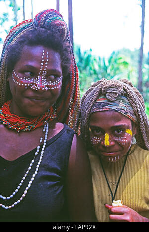 Papua New Guinea. Sepik River. Young tribal woman and girl. - Stock Image