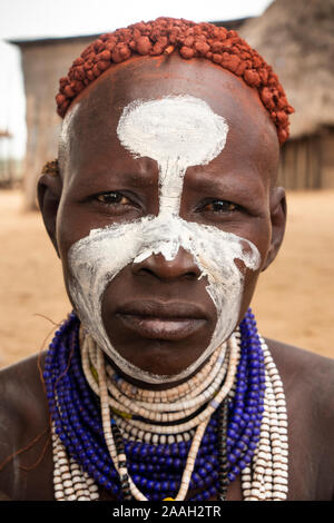 Ethiopia, South Omo, Kolcho village, face of traditionally decorated Karo tribal woman with ochre in hair - Stock Image