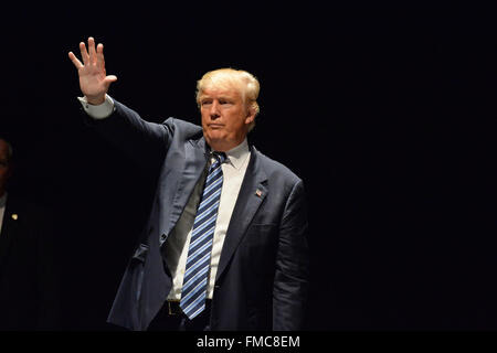Saint Louis, Missouti, USA. 11th Mar, 2016. Donald Trump salutes supporters at the Peabody Opera House in Downtown - Stock Image