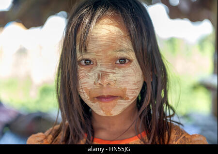 Myanmar (formerly Burma). Kayin State (Karen State). Hpa An. Peasant village. Portrait of a young girl covered of - Stock Image