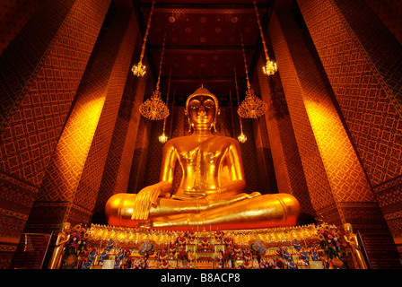Wat Kalayanamit temple which contains the largest sitting buddha in Thailand - Bangkok - Stock Image