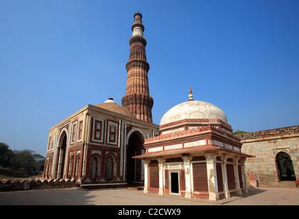 Qutub Minar, Alai Darwaza and the tomb of imam Zamin, New Delhi, India - Stock Image