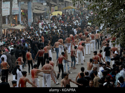 Allahabad, India. 10th Nov, 2017. Devotees doing self-flagellation during the procession in Allahabad, Uttar Pradesh,India. - Stock Image