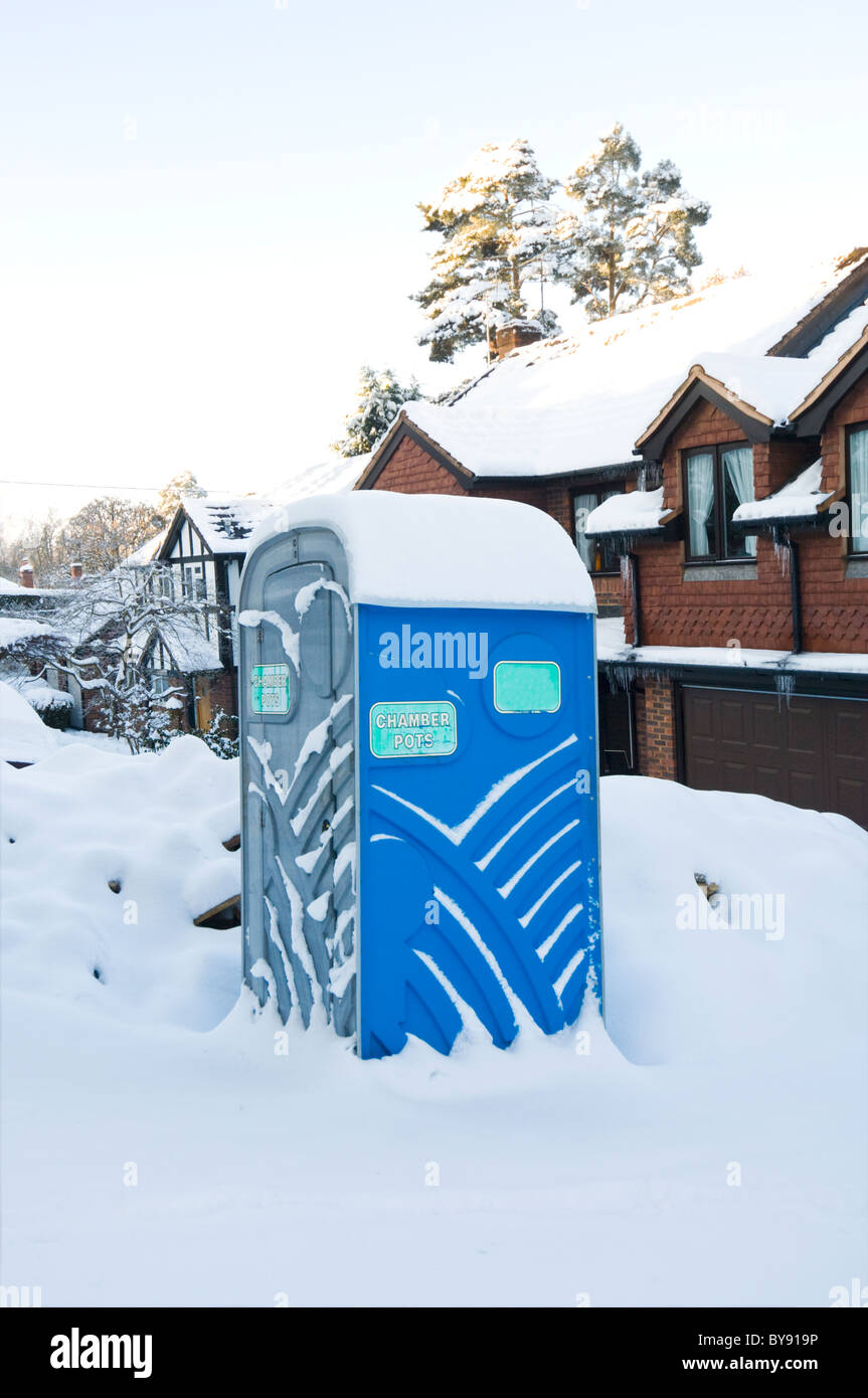 portaloo-in-the-snow-hampshire-uk-BY919P