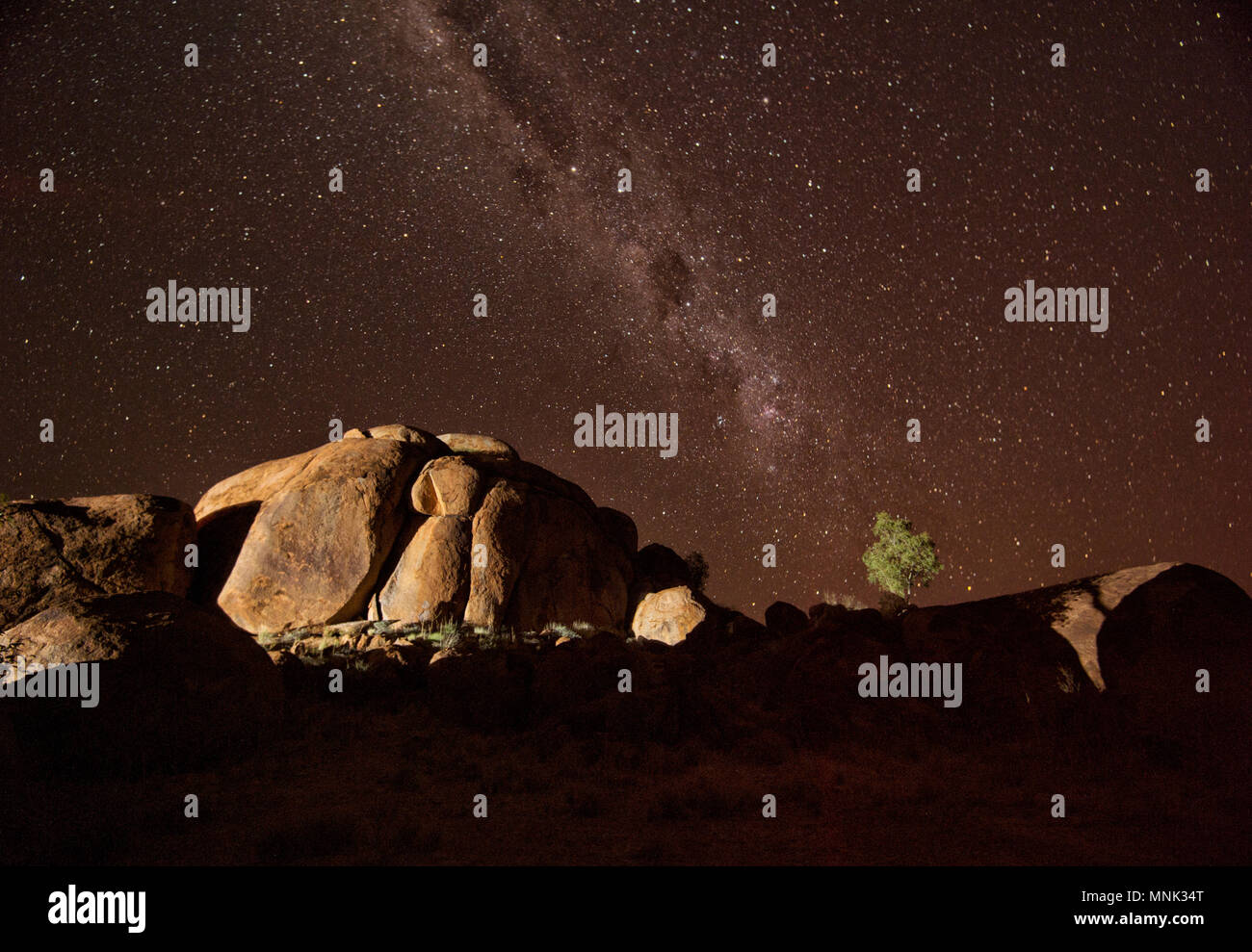 night-sky-at-devils-marbles-northern-ter