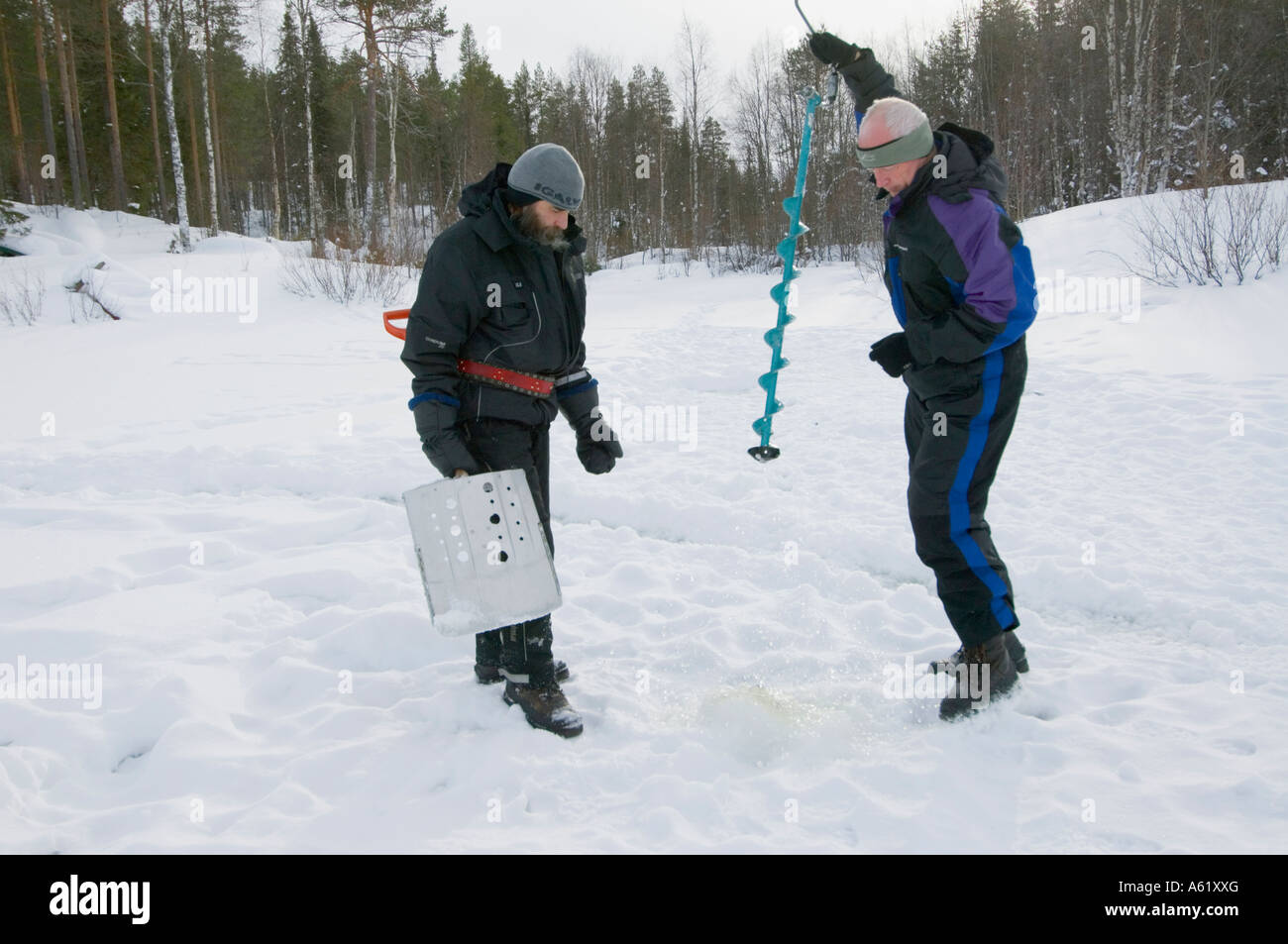 drilling-a-hole-for-ice-fishing-luosto-l