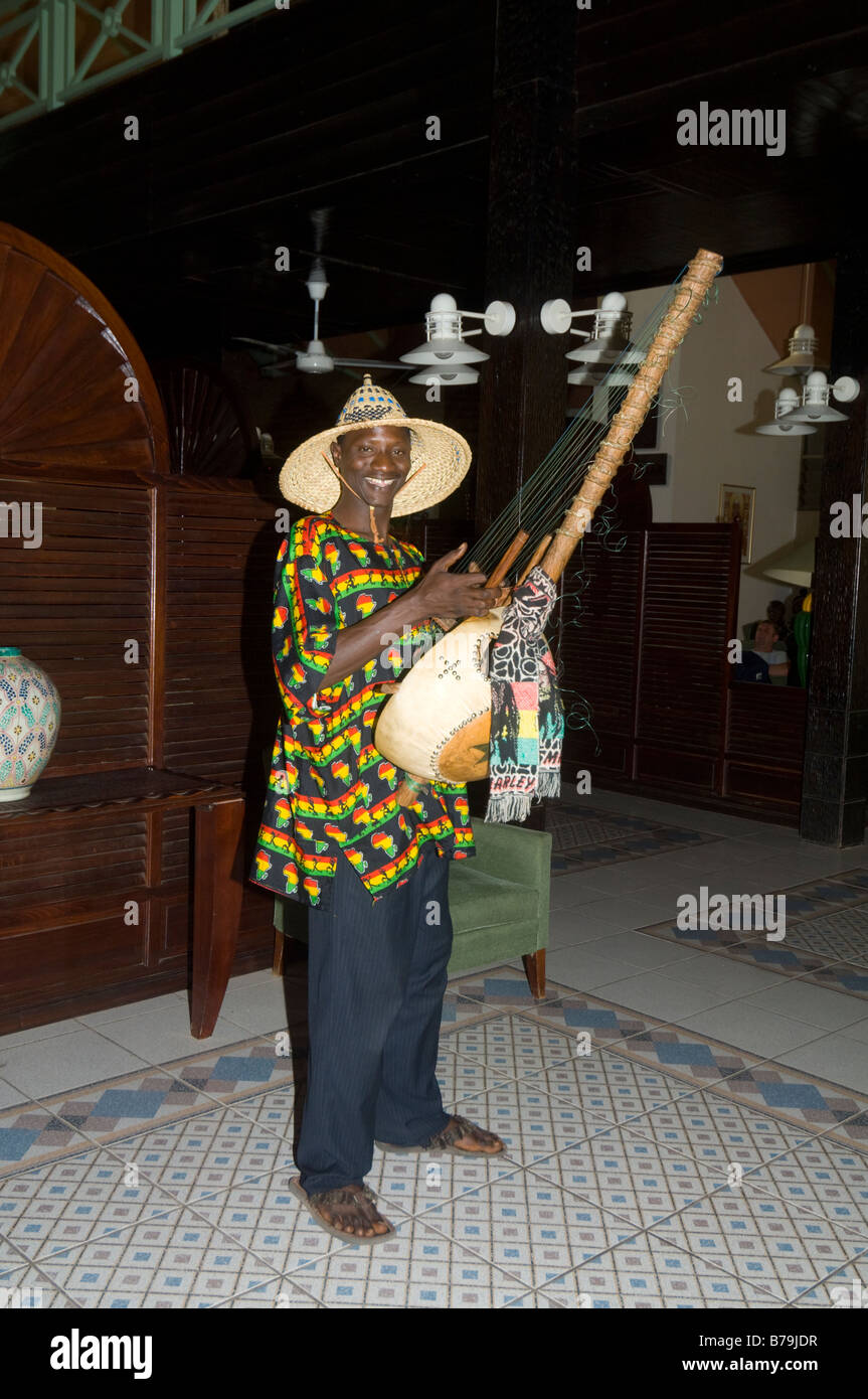 kora-player-hotel-senegambia-banjul-the-