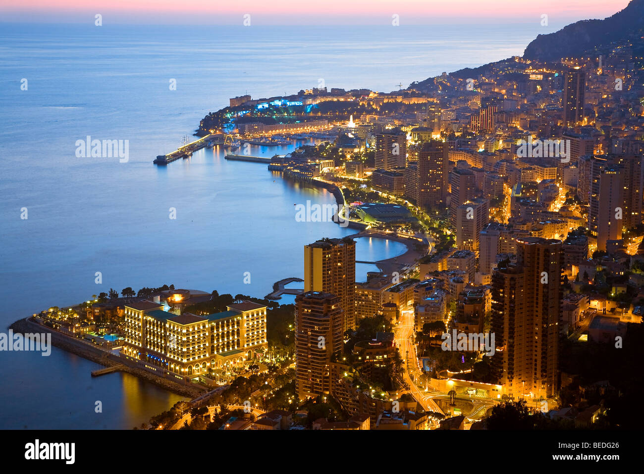 city-skyline-and-harbour-night-view-mona