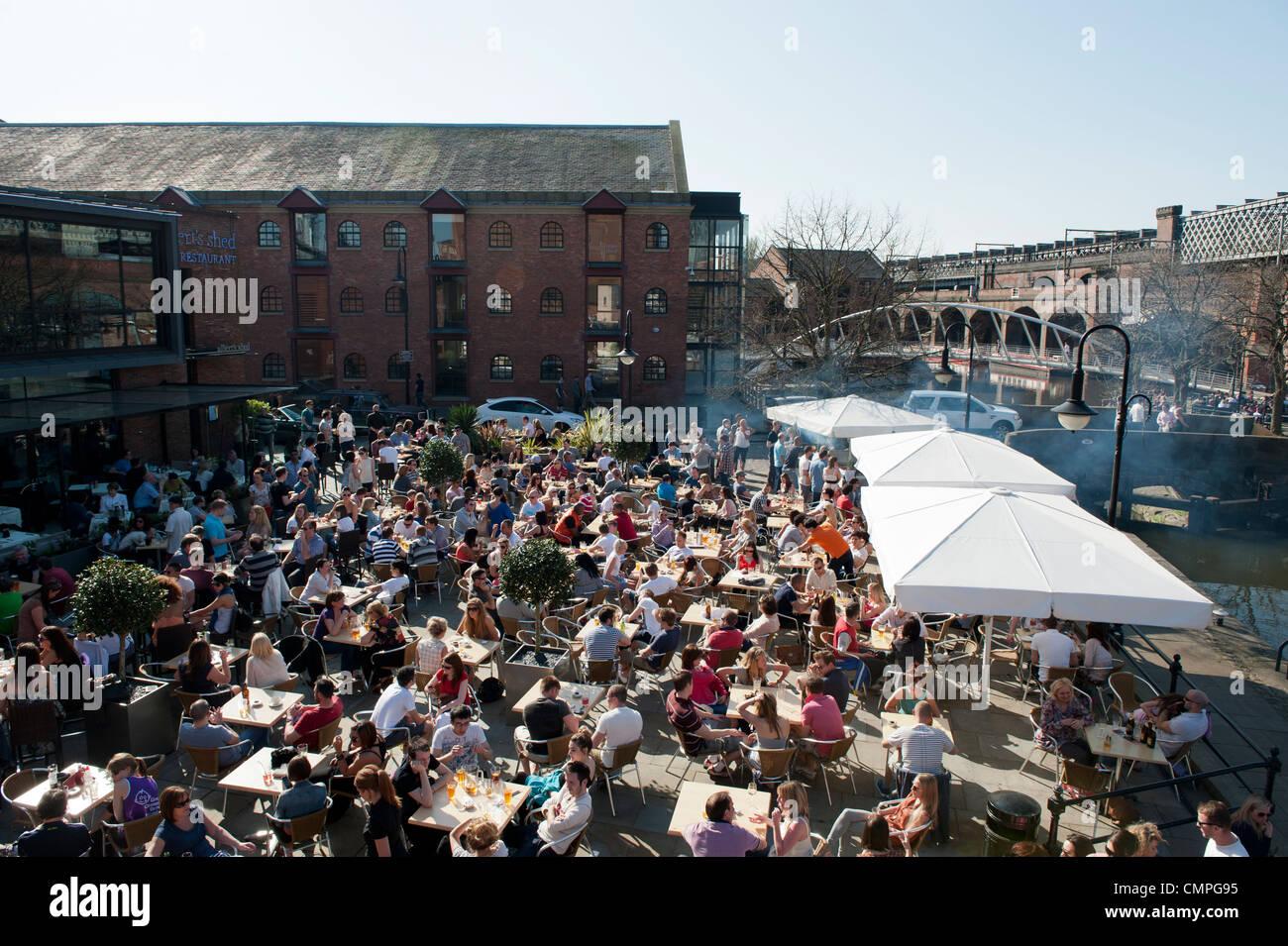 revellers-enjoy-the-evening-sunshine-in-