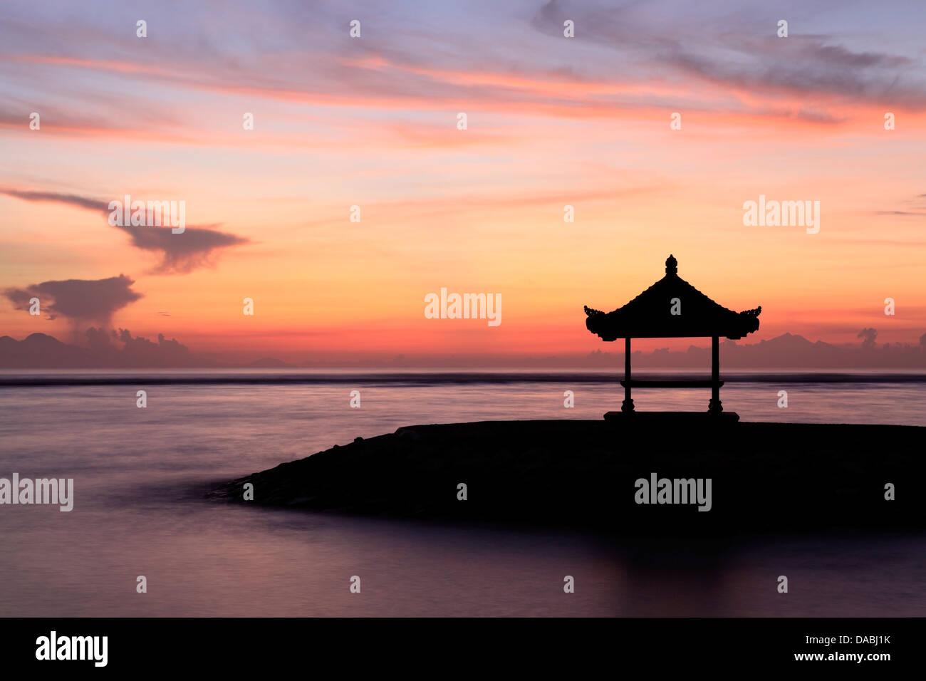 balinese-pagoda-on-the-beach-at-sanur-ba