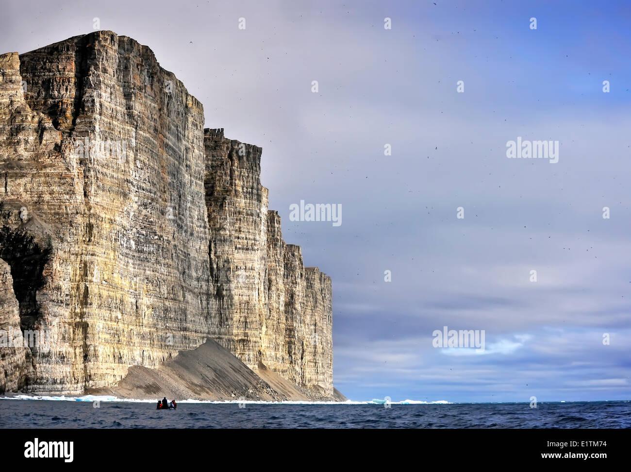 tourists-in-zodiac-prince-leopold-island