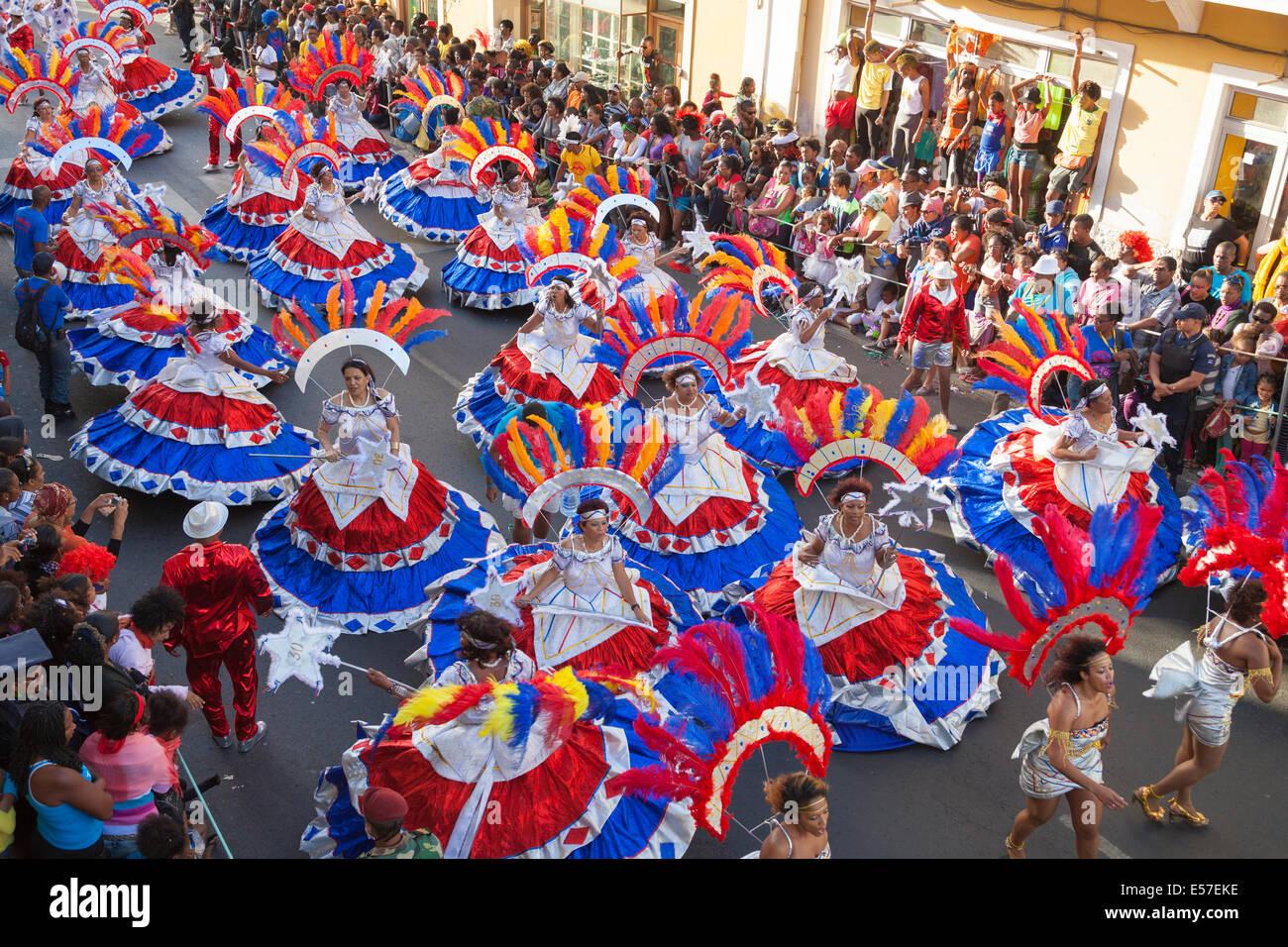 karneval-mindelo-2014-E57EKE.jpg