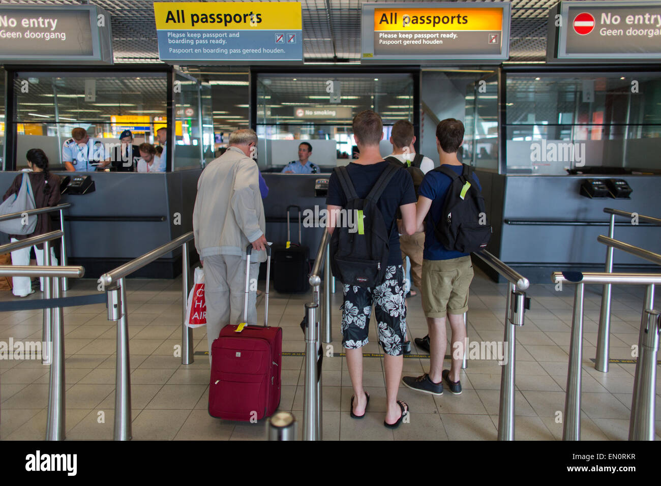 passport-control-at-schiphol-airport-EN0