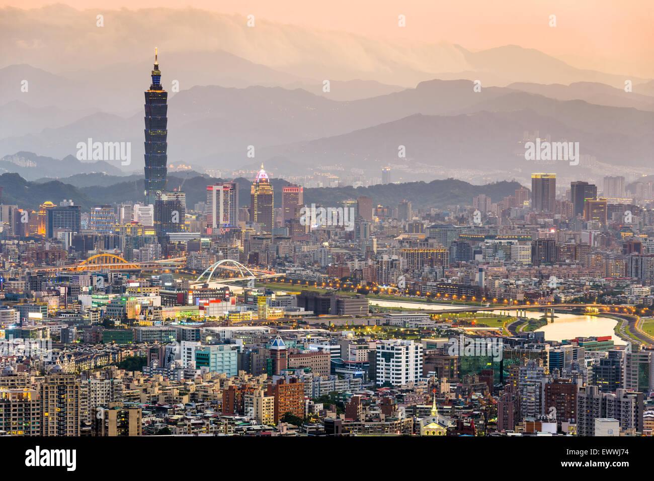 taipei-taiwan-city-skyline-EWWJ74.jpg