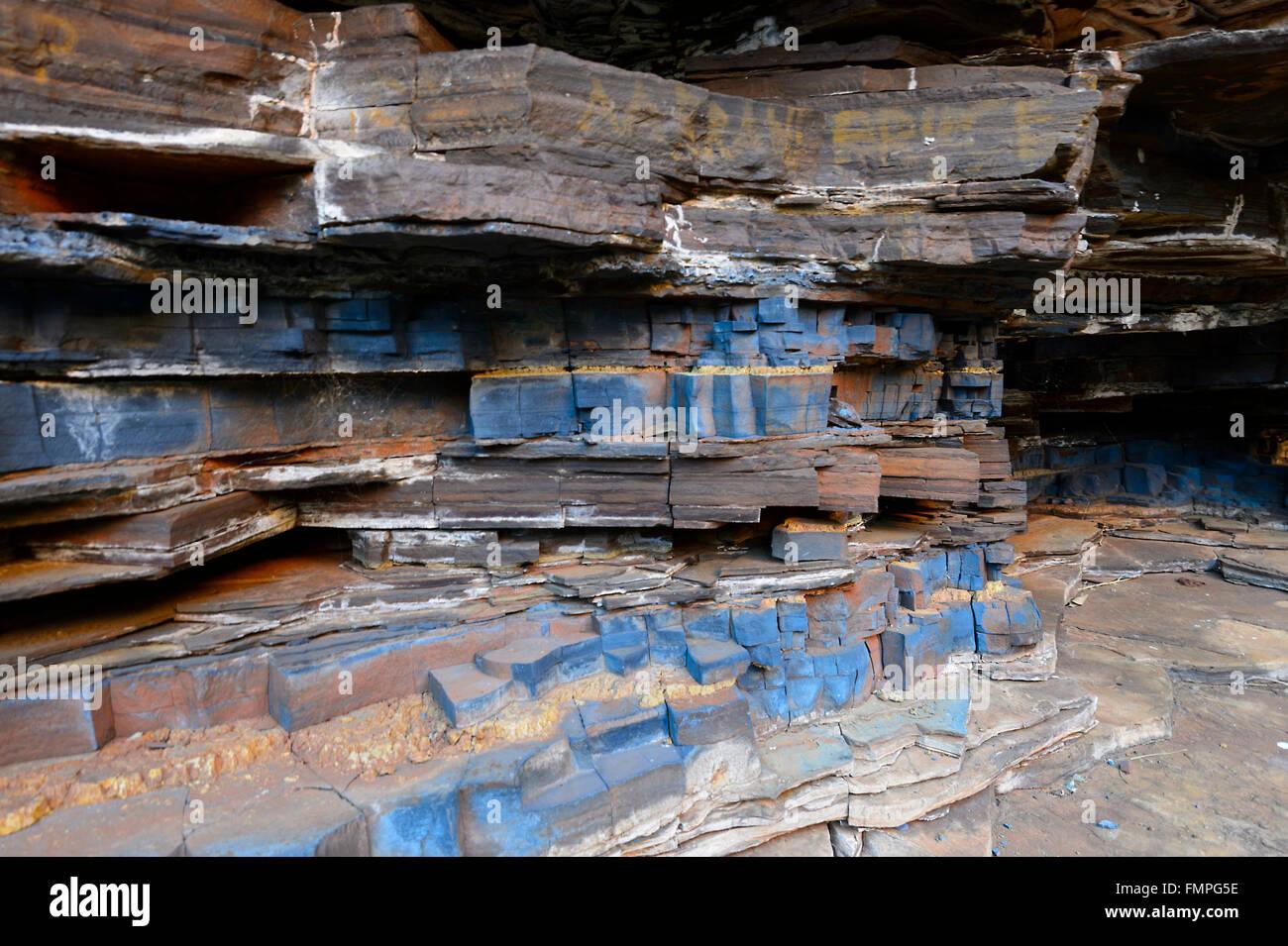 veins-of-blue-asbestos-crocidolite-circu