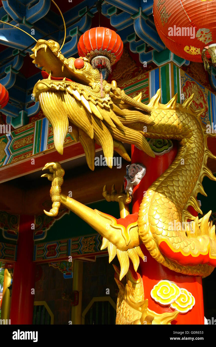 golden-dragon-statue-of-chinese-temple-i
