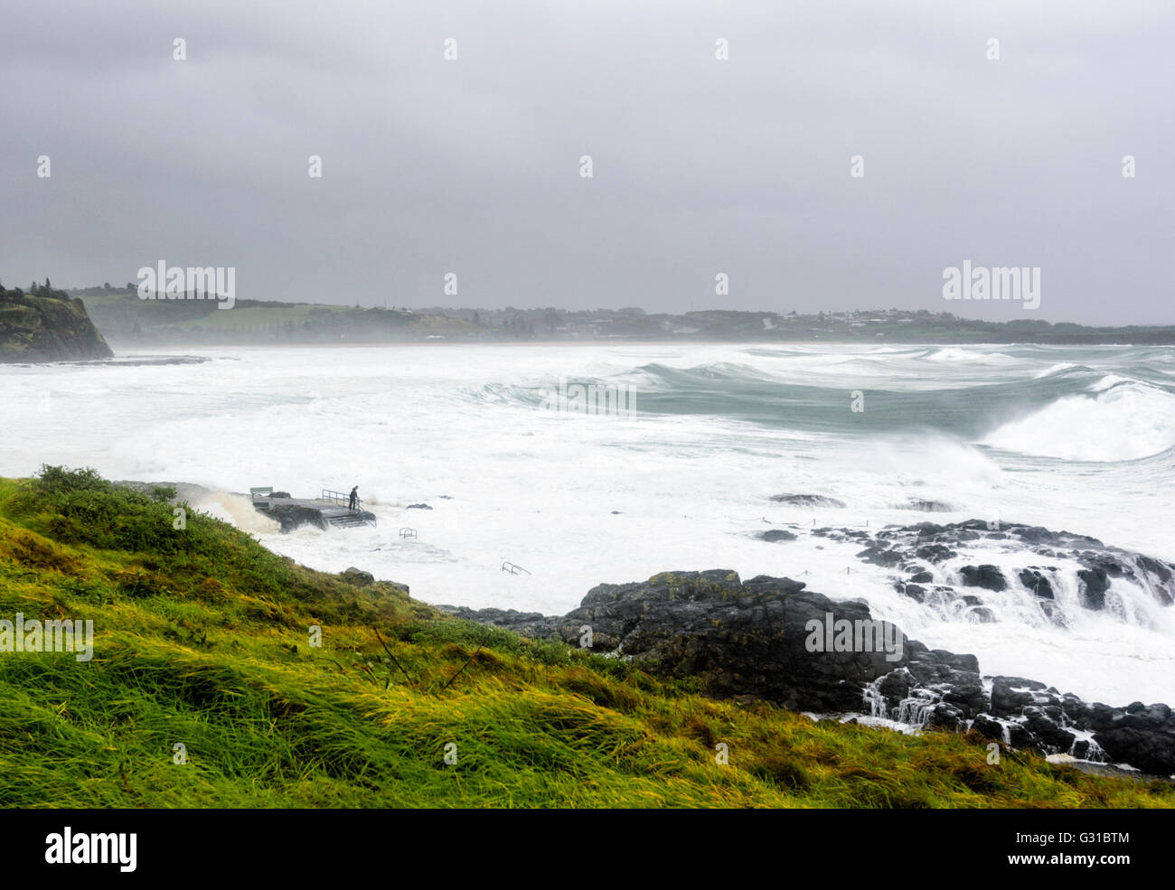 kiama-rock-pool-during-a-severe-storm-il