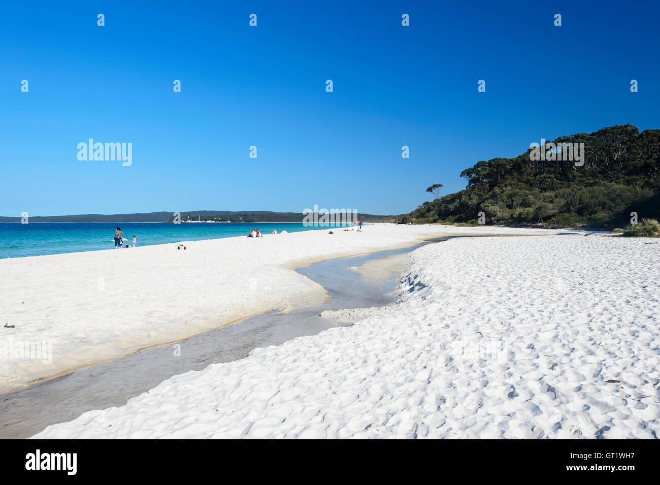 the-famous-white-sands-of-hyams-beach-in