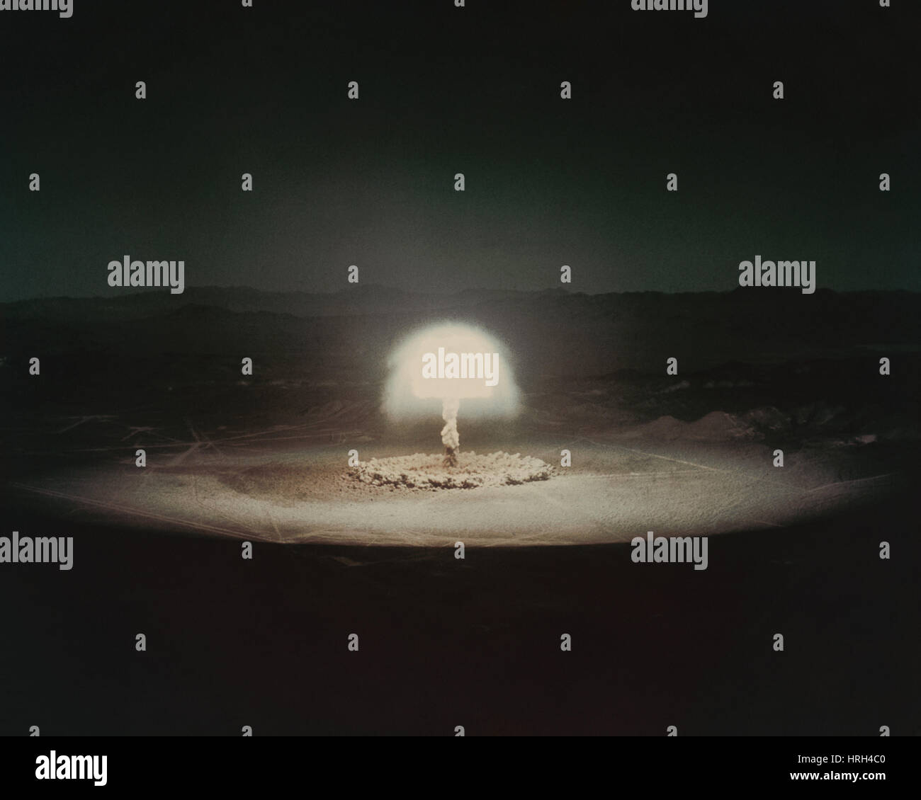 atomic-bomb-test-HRH4C0.jpg