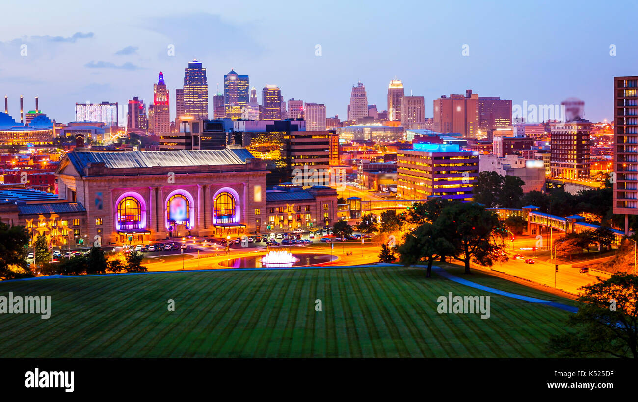 kansas-city-missouri-cityscape-skyline-a