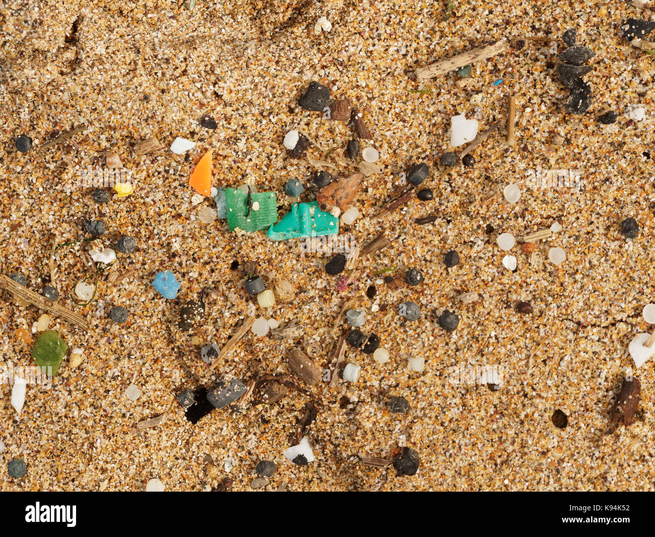 beaches-and-rock-pools-polluted-with-pla