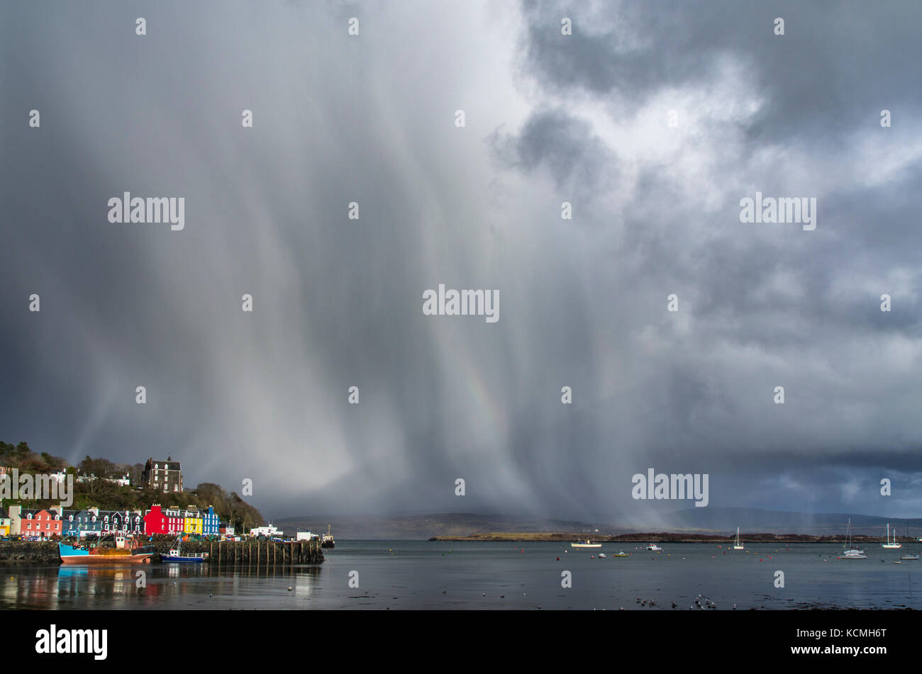 snow-showers-in-the-sound-of-mull-behind