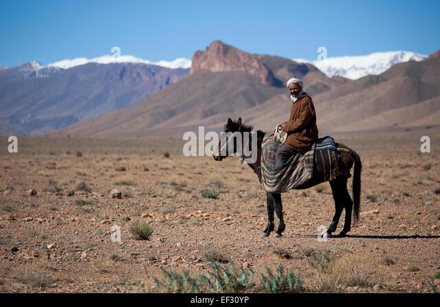 nomad-berber-riding-a-horse-atlas-mounta