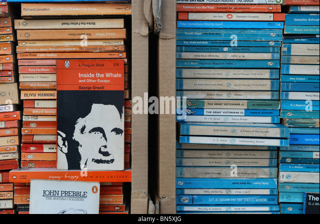 penguin-and-pelican-paperbacks-at-a-seco