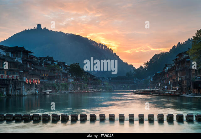 sunrise-on-the-tuojiang-river-fenghuang-