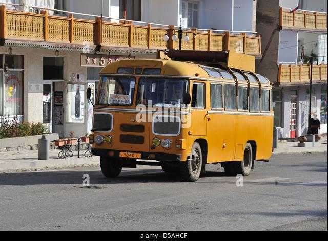 yellow-bus-dilijan-armenia-d5ahcf.jpg