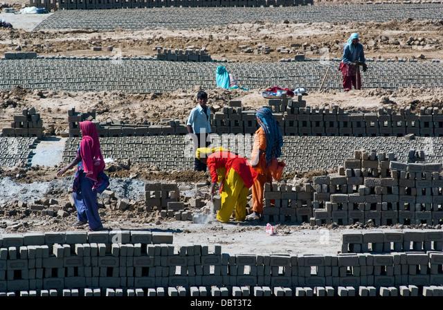 labourers-prepare-bricks-at-a-brick-kiln