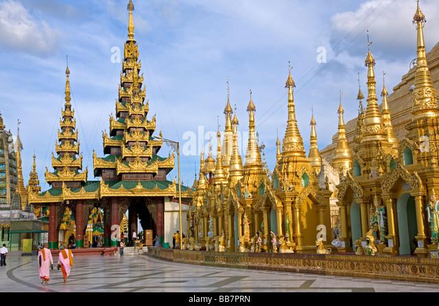 buddhist-nuns-at-shwedagon-paya-yangon-m
