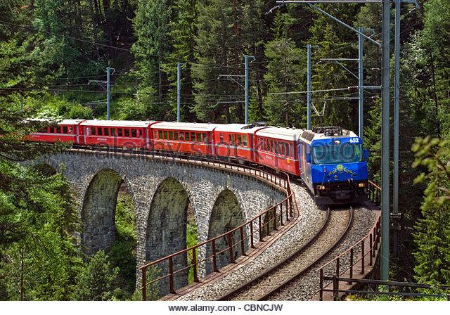 alpine-express-train-at-the-landwasser-v