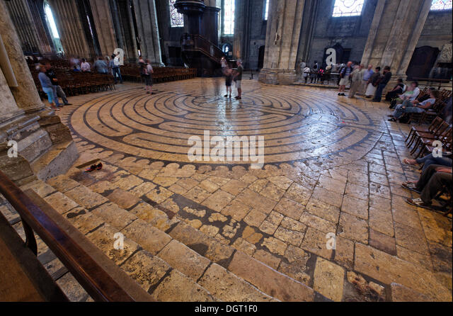 chartres-cathedral-labyrinth-ile-de-fran