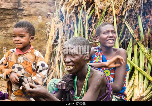 hadza-women-and-children-in-the-village-