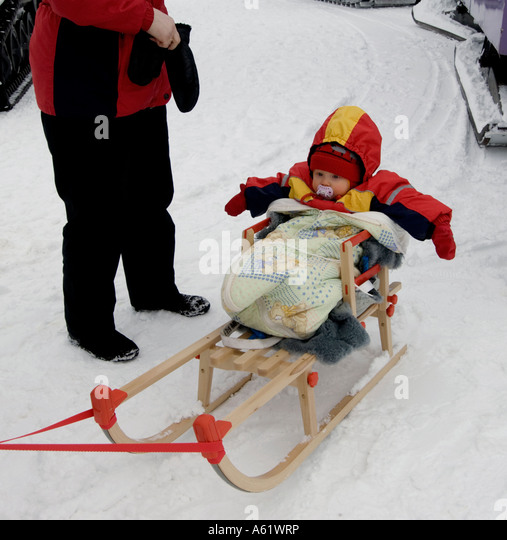 finnish-toddler-in-a-sleigh-luosto-lapla