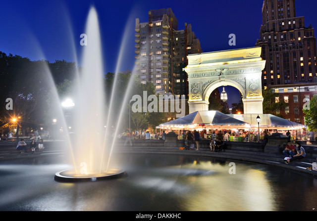 washington-square-park-at-night-in-new-y