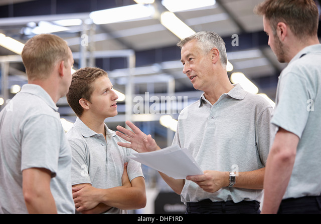 manager-and-workers-meeting-in-engineeri