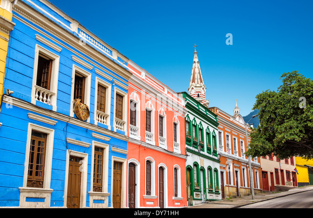colorful-building-in-la-candelaria-neigh