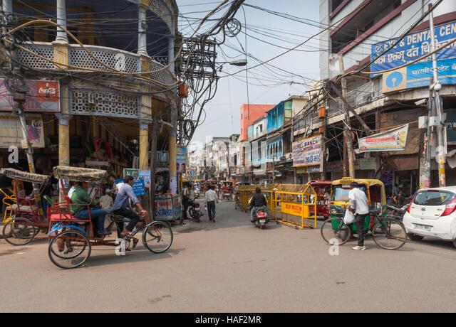 street-scene-in-old-delhi-india-haf2mr.j