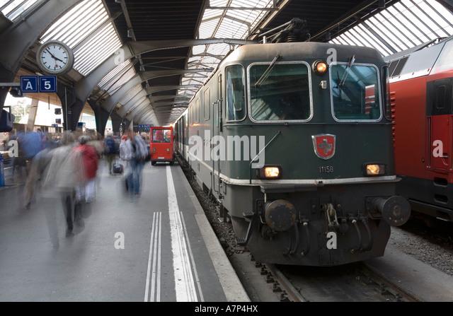 hauptbahnhof-station-zurich-switzerland-
