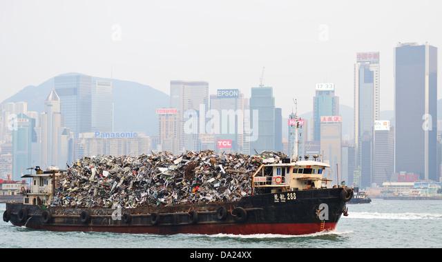 garbarge-barge-in-victoria-harbor-da24xx